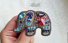 """Броши ручной работы. Ярмарка Мастеров - ручная работа. Купить Брошь """"Индийский слоник """" из бисера и кристаллов. Handmade."""