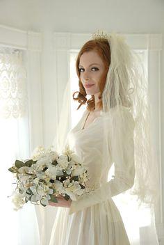 Vintage 1940s tiara veil wedding bridal by RoseleinRarities