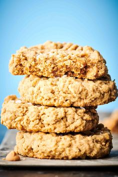 These peanut butter oatmeal cookies are ultra thick, chewy and packed with rich peanut butter flavor thanks to creamy peanut butter and peanut butter chips. Making Peanut Butter, Peanut Butter Oatmeal Bars, Peanut Butter Cup Cookies, Oatmeal Cookie Recipes, Peanut Butter Chips, Peanut Butter Recipes, Easy Cookie Recipes, Oatmeal Cookies, Cheese Cookies