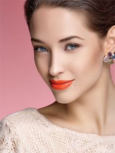 April Canadian Living - Love the Coral lips! Pantone Colour of the Year 'Living Coral' - Make up Ideas For Jenny Buckland Coral Lips, Orange Lipstick, Coral Makeup, Lip Makeup, Orange You Glad, Pantone Color, Cut And Style, Makeup Inspiration, Makeup Ideas