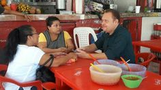 Política y Sociedad: FCP / Esquivel Vargas atiende a comerciantes del m...