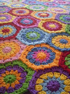 Hexagons in beautiful colors Crochet Blocks, Granny Square Crochet Pattern, Crochet Granny, Crochet Yarn, Crochet Patterns, Crochet Afghans, Crochet Blankets, Knit Slippers Free Pattern, Knitted Slippers