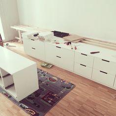 Kommoden: Ikea Nordli  Vorhänge: Ikea Lenda  Bettwäsche: Ikea ??? (Nicht mehr im Sortiment offenbar…)
