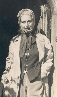 Claude Cahun, May 1945_Claude Cahun est le nom d'artiste de Lucy Schwob, née le 25 octobre 1894 à Nantes1, morte le 8 décembre 1954 à Saint-Hélier (Jersey), photographe et écrivaine française dont la vie est étroitement liée à celle d'une autre artiste d'origine nantaise, Suzanne Malherbe (Marcel Moore). Liée au mouvement surréaliste, Claude Cahun s'est aussi engagée dans la vie politique de l'entre-deux-guerres et dans la Résistance pendant l'occupation allemande de Jersey. M. Schwob's…