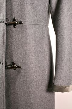 Beautiful cut. Grey wool coat.