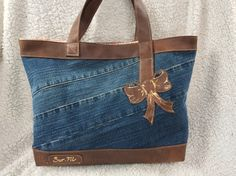 shopping bags from old jeans Diy Jeans, Jean Purses, Purses And Bags, Sacs Tote Bags, Diy Sac, Denim Purse, Recycled Denim, Patchwork Bags, Fabric Bags