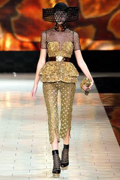 Bee Season: Alexander McQueen spring 2013. Brian Edward Millett - The Man of Style