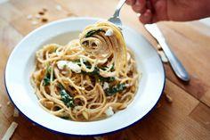 Spaghetti met citroen, feta en basilicum. (Spaghetti with lemon, feta and basil.) Recipe here (dutch): http://www.puureten.net/recepten/zomerse-spaghetti-met-citroen-feta-en-basilicum/ ©2015 All rights reserved.