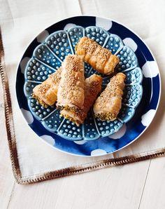Cannoncini salati con la crema di tonno | Vita su Marte Antipasto, French Toast, Breakfast, Ethnic Recipes, Food, Mars, Custard, Morning Coffee, Appetizers