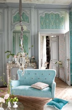 DECOR ; INTERIORS ; ROOMS ; DESIGN ; ROBIN'S EGG BLUE