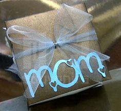 Caja para dulces Tematica: personalizada Materiales: cartulina, acetato, cinta Aplique: tag + cinta