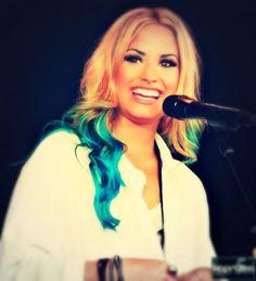 demi Lovato she's freaking gorgeous!!