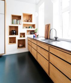 Modern Kitchen Interior Beautiful Scandinavian kitchen from Garde Hvalsoe in Danish Oak with floating tall cabinets built in to the wall. Home Decor Kitchen, Diy Kitchen, Home Kitchens, Kitchen Ideas, Awesome Kitchen, Modern Kitchens, Gloss Kitchen, Kitchen Knobs, Kitchen Decorations