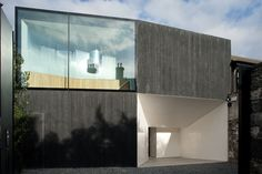 This mews house in central Dublin is carefully woven into the surrounding historic urban fabric.Built on ground previously occupied by a 19th Century coach house, the design seeks to add acontemporary expression to this narrative while also...