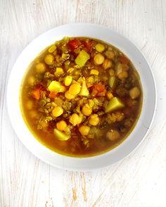 Luštěninová polévka s cizrnou - velmi sytá - DIETA.CZ Chana Masala, Soups, Ethnic Recipes, Food, Diet, Meal, Essen, Hoods, Soup