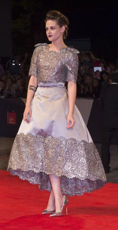 Kristen Stewart In Chanel Couture attends the premiere of 'Equals' during the Venice Film Festival. Madame Chic, Bridal Gowns, Wedding Dresses, Chanel Couture, Red Carpet Looks, Dressy Outfits, Kristen Stewart, Lace Skirt, Nice Dresses