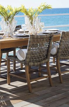 With a breathable open weave and solid teak frames, our Isola Dining Collection is the perfect fit for arid and coastal climates alike.