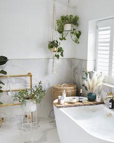 Bad Inspiration, Bathroom Inspiration, Home Decor Inspiration, Jungle Bathroom, Boho Bathroom, Bathroom Interior Design, Interior Decorating, Bathtub Decor, Spa Bathroom Decor