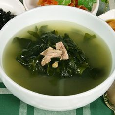 Seaweed Soup not only healthy and low cal but super delicious! Just had some a couple days ago! Sea Weed Recipes, Asian Recipes, Ethnic Recipes, Korean Seaweed Soup, Homemade Tofu, Soup Recipes, Cooking Recipes, Asian Soup, Korean Food