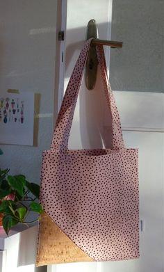 Korktasche mit Pünktchen Sewing Ideas, Tote Bag, Inspiration, Bags, Handarbeit, Biblical Inspiration, Handbags, Totes, Inspirational