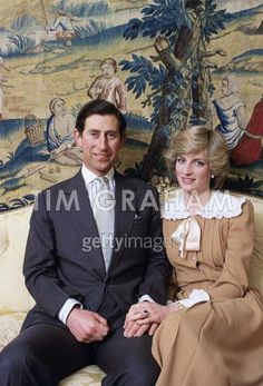 February Prince Charles & Princess Diana in an official photo taken at Kensington Palace to mark their forthcoming visit to Australia and New Zealand Lady Diana Spencer, Spencer Family, Prince And Princess, Princess Kate, Princess Of Wales, Princess Style, Charles And Diana, Prince Charles, Mario Testino