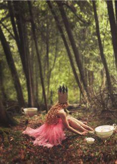 """J'ai découvert les photos de Lissy Elle, en me promenant sur le web. Cette jeune fille à l'air un peu bougon vit dans l'Ontario, """"entre une grande forêt et un vieux champ de blé"""", dit-elle. Autodidacte, elle a découvert que la photo pouvait lui donner un"""