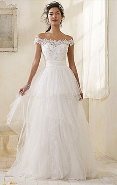 vintage wedding dress... So pretty! I don't like the tull at the bottom but I love the top!