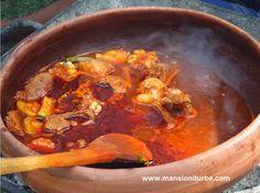 Platillos típicos de Michoacán, como el Churipo que preparado por los cocineras tradicionales de Michoacán es una delicia. En Hotel Mansión Iturbe te invitamos a probar la auténtica Cocina Michoacana, en la Región del Lago de Pátzcuaro hay excelentes cocineras.