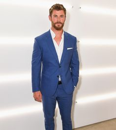 Chris Hemsworth & Alexander Skarsgard Suit Up for BOSS Show During Men's Fashion Week!: Photo Chris Hemsworth and Alexander Skarsgard look so handsome in their suits while stepping out for the BOSS fashion show held during New York Fashion Week Men's on… Fashion Week Hommes, Mens Fashion Week, Men's Fashion, Fashion Suits, Costume Hugo Boss, Snowwhite And The Huntsman, White Pocket Square, Blue Suit Men, Man In Suit