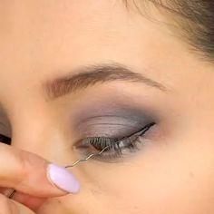 hacks for teens girl should know acne eyeliner for hair makeup skincare Eye Makeup Steps, Natural Eye Makeup, Smokey Eye Makeup, Eyebrow Makeup, Natural Beauty, Eyebrow Stamp, Natural Eyeshadow, Smoky Eye, Makeup Eyes