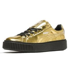 Sleek and streamlined, the PUMA Basket originally hit the scene in the '60s as a basketball warm-up shoe, but it was quickly adopted by the hip hop crowd and transformed into a pop culture icon. Today