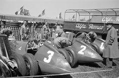 The Alfa cars of Luigi Fagioli ( Nino Farina ( winner) and Juan Manuel Fangio ( ab)), British Grand Prix, Silverstone, May 1950 ©Getty Images Alfa Cars, Alfa Romeo Cars, Italian Grand Prix, British Grand Prix, Louis Chiron, Classic Race Cars, Classic Auto, F1 S, Luigi