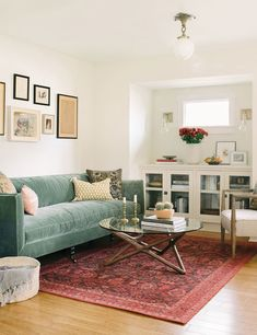 Home Interior Cuadros .Home Interior Cuadros Eclectic Living Room, Living Room Sofa, Living Room Interior, Home Living Room, Living Room Designs, Living Room Decor, Vintage Living Rooms, Living Room Without Tv, Small Living Room Furniture