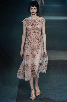 Abito rosa delicato di Louis Vuitton