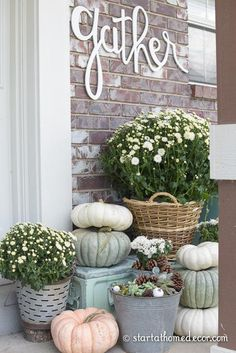 How to Create an Easy DIY Fall Front Porch on a budget. With pumpkins and mums. How to Create an Easy DIY Fall Front Porch on a budget. With pumpkins and mums. Easy Home Decor, Cheap Home Decor, Do It Yourself Decoration, Deco Floral, Autumn Home, Diy Autumn, Porch Decorating, Decorating Ideas, Fall Season