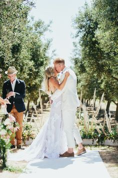 Olive Grove Wedding -Seeled with a kiss - Abby & Dennis - Photography by Kim Cartmell