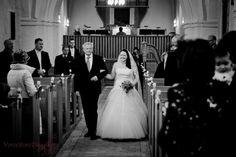 Bryllupsbilleder i Glostrup ved Glostrup kirke og omegn. Bryllupsfotograf www.voresstoredag.dk