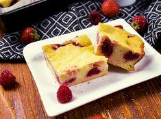 Krupicový koláčik s tvarohom brutálne chutí, má dosť bielkovín, málo kalórií, využiješ sezónne ovocie a kľudne si ho môžeš premenovať na nákyp.