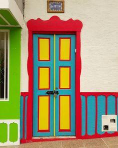 Filandia, Quindío (Colombia) - Paisaje Cultural Cafetero  #colorful #colombia #ejecafetero #door Fonda Paisa, Terrace Garden, Painted Doors, Mural Art, Windows And Doors, Decoupage, Frame, Painting, Instagram
