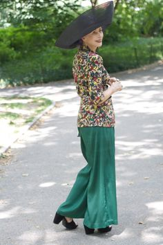 """ADVANCED STYLE: Beatrix Ost: """"In your body is a good place to be."""" Advanced Beauty, Advanced Style, Mature Fashion, Fashion Over 50, Fashion Tips, Elegant Woman, Streetwear, Looks Street Style, Ageless Beauty"""
