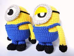 patrón minion amigurumi Minion Crochet Patterns, Minion Pattern, Crochet Beanie Pattern, Crochet Bob, Crochet Girls, Rainbow Loom Bands, Amigurumi Tutorial, Unique Crochet, Crochet Videos