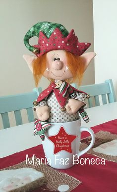Duende en la taza Christmas Elf Doll, Primitive Christmas, Christmas Stockings, Christmas Diy, Crafts To Make And Sell, Diy And Crafts, Christmas Crafts, Christmas Decorations, Bazaar Crafts