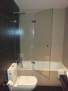 Hotel Oasis is located just 820 feet from França Railway Station and 328 feet from Barcelona's Born district. Barcelona Spain, Oasis, Bathtub, Modern Bathrooms, Hotels, Standing Bath, Bath Tub, Bathtubs, Bath