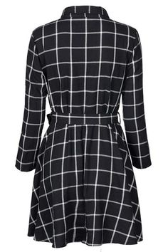 This plaid number is calling your name. Product Code: CLYQ636 Details: Plaid pattern Buttonat front With belt Regular wash Fabric: 70%Polyester,30%Cotton Refe