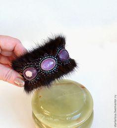 Купить браслет из норки и аметистов - браслет с камнями, мех норки, бисерная вышивка, зима