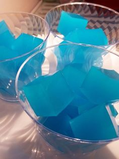 Measure 1 cup of vodka. Add an extra cup for stronger shots. Sprinkle Knox gelatin into the vodka. Let sit for 1 minute. Combine Jello, Kool Aid, and sugar in measuring cup. Party Drinks, Fun Drinks, Yummy Drinks, Alcoholic Drinks, Beverages, Uv Blue Drinks, Beach Drinks, Tiki Party, Refreshing Drinks