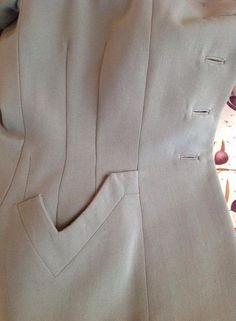 Moda Fashion, 1940s Fashion, Fashion Sewing, Vintage Fashion, Womens Fashion, Couture Details, Fashion Details, 1940s Suit, Sewing Pockets