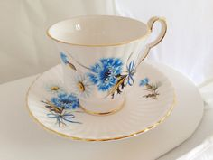 Royal Windsor English Fine Bone China Vintage Teacup & Saucer Set - Daisy Bachelor's Button buttons bachelor- blue white cornflower bright