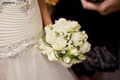 http://www.lemienozze.it/gallerie/foto-bouquet-sposa/img29830.html Piccolo bouquet sposa di rose bianche