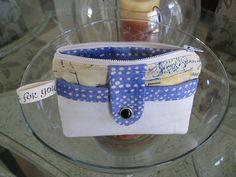Noodlehead's zippy wallet made bigger. Clutch Pattern, Wallet Pattern, Sew Wallet, Small Wallet, Tote Purse, Handmade Bags, Small Bags, Bag Making, Bag Accessories
